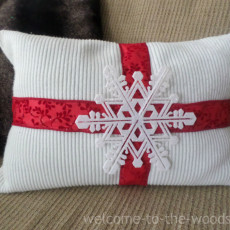 Christmas DIY pillow cover made out of an old sweater!