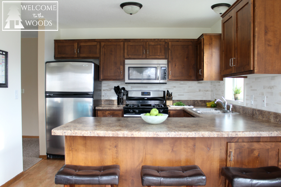 Organizing, decorating, and accessorizing a small kitchen. Tips to make your kitchen look bigger and brighter, add interest, and provide functionality.