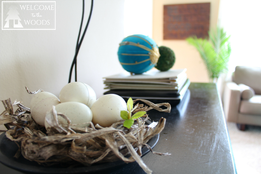 Cute ideas for spring home decor! I love these faux Easter eggs and nest!