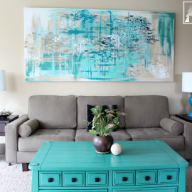 I LOVE this giant abstract piece of artwork as wall decor in the living room. What a stunning way to decorate above the sofa couch.