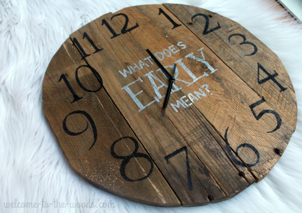 Homemade DIY clock made from pallet wood!