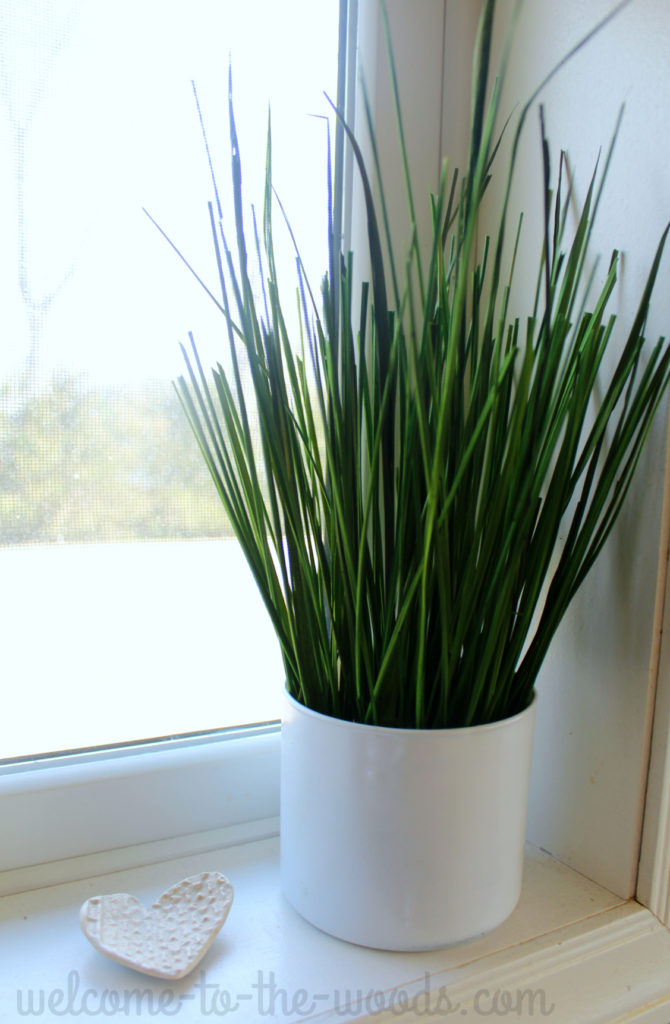 This faux grass craft was easy and perfect for summer!