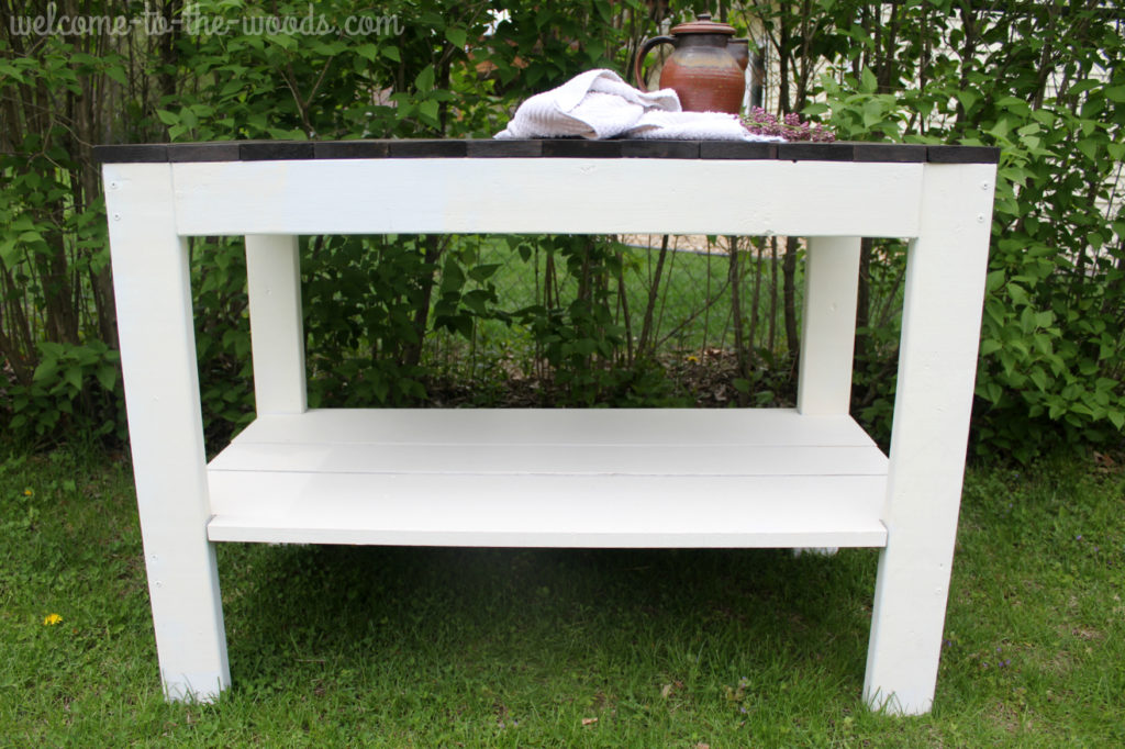 Easy to build farmhouse table design made from 2 x 4's!