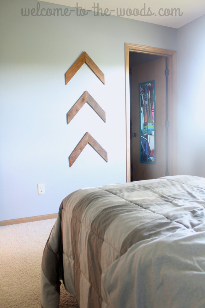 Pallet wood arrows hung on the wall in teenage girls bedroom makeover