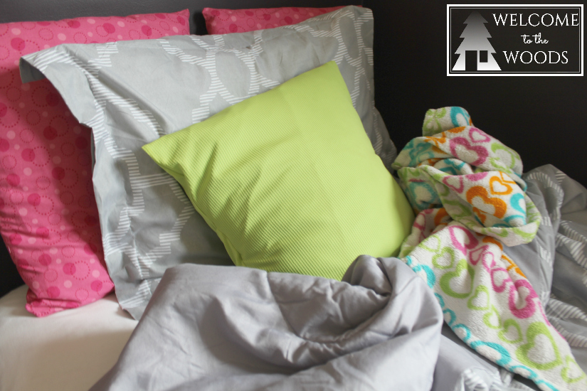 Comfortable, colorful girls bedspread