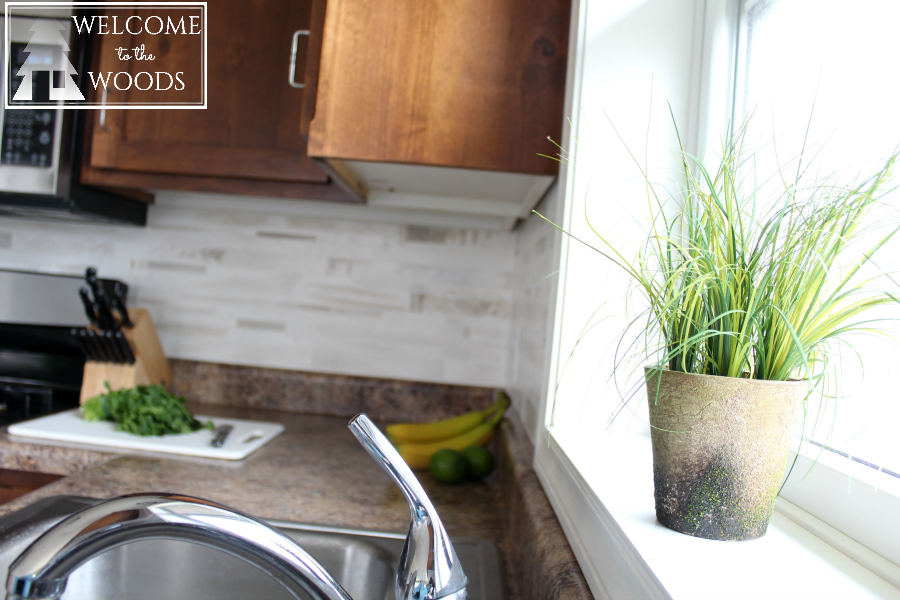 Accessorizing the kitchen with spring home decor