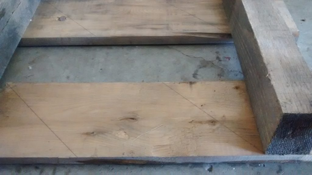 Cutting an old pallet without taking it apart