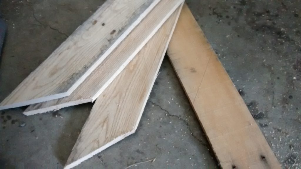 Using pallet wood to build wall decor arrows