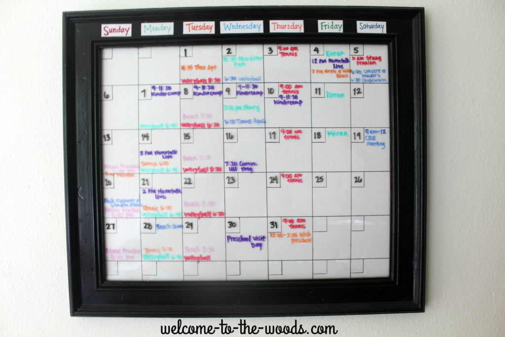 Dry erase calendar using the glass on an old picture frame. Cool back to school craft idea!
