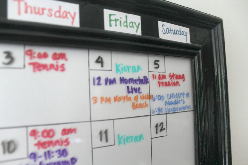 Make your own dry erase calendar is easy by upcycling a picture frame